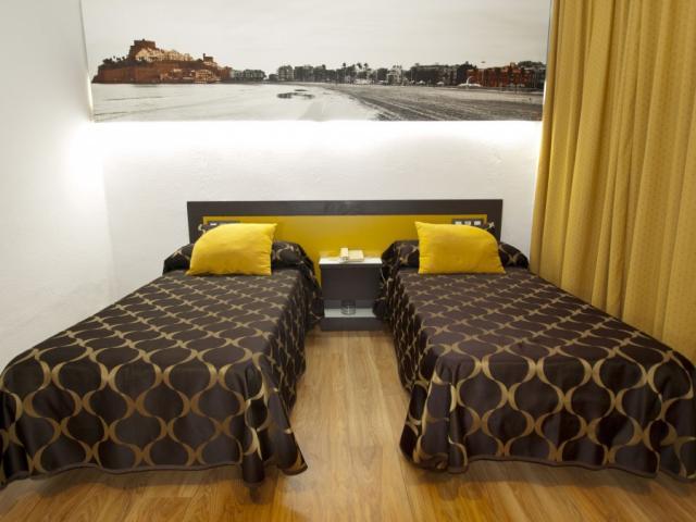 HOTEL DELANTE DE LA PLAYA+CENA PLATA+FIESTAS CON BARRA LIBRE Foto 2